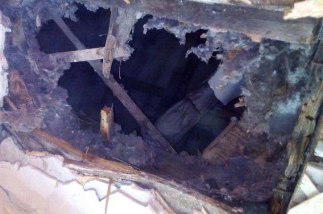 ВКрасноярске вжилом доме обрушился потолок