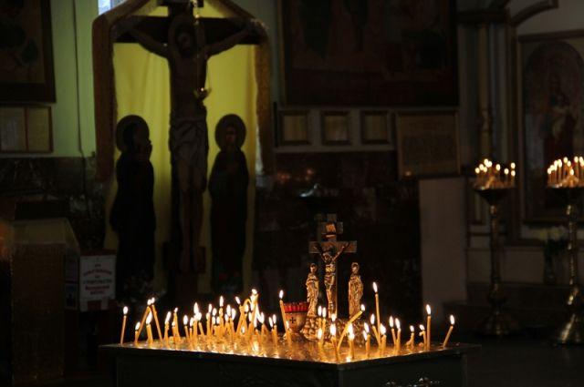 Вхрамах Югры проводят церковные службы попогибшим вДТП югорчанам