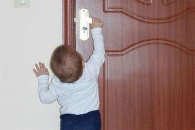 ВУльяновске 3-х летняя девочка закрылась вквартире