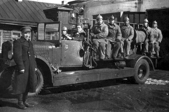 Родоначальник династии Марк Белокобыльский работал еще на таких пожарных машинах.