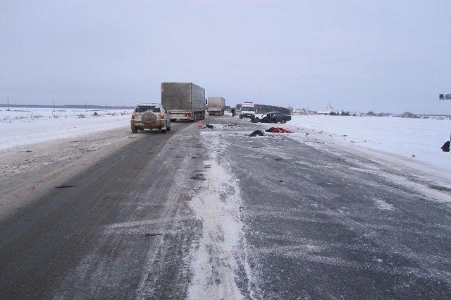 Смертельное ДТП под Тюменью: выжил один пассажир