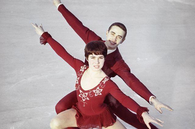 Чемпионы Европы 1970 года по спортивным танцам на льду Людмила Пахомова и Александр Горшков.