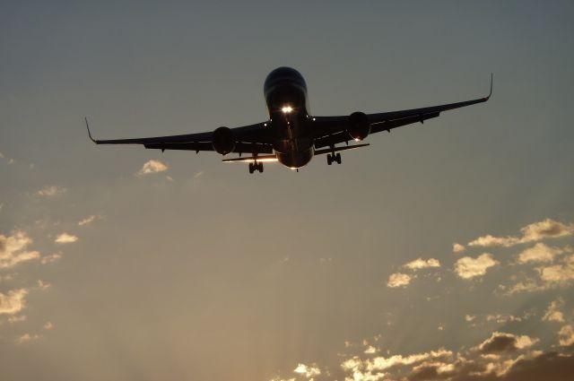 Несмотря на непогоду, самолеты из Толмачёво вылетают.