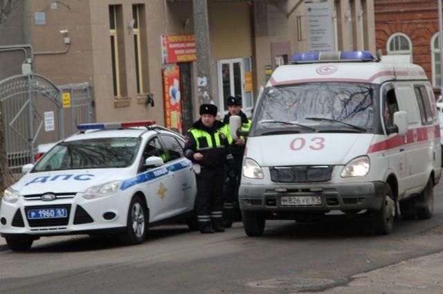 ВСоветском из-за гололеда ВАЗ вылетел наобочину исбил четырех школьников