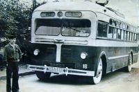 Троллейбус марки МТБ-82.