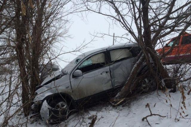 ДТП натрассе Чебеньки— Троицкое: «Ниссане Кашкай» врезался вдерево, пострадал ребёнок