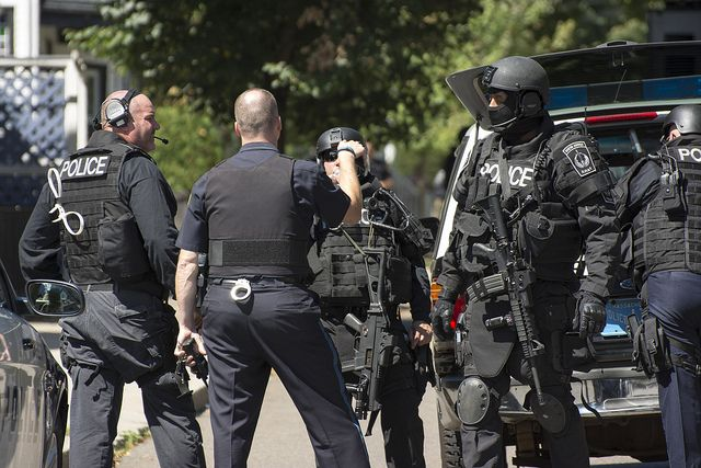 ВВашингтоне милиция задержала человека савтоматической винтовкой