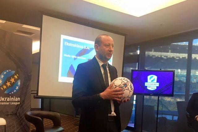 Владимир Генинсон представляет новый мяч для матчей чемпионата Украины