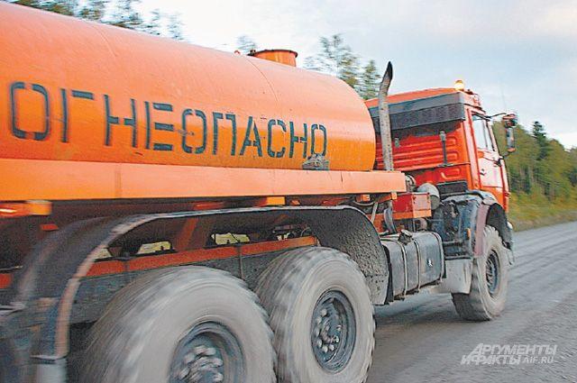 Натрассе Артем-Находка фургон столкнулся сбензовозом