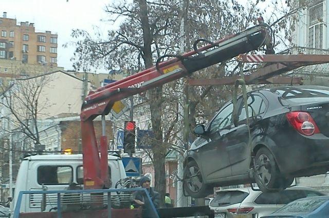 Эвакуаторщик возместит причиненный ущерб.