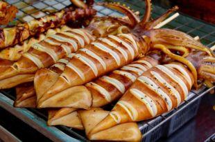Приготовить из кальмаров можно много разных блюд.