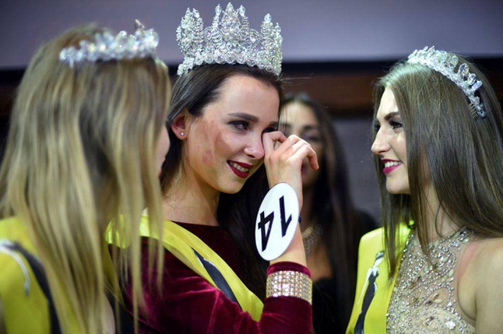 Победительница конкурса «Топ Модель России-2016» Наталья Штурбина после окончания выступления в Korston Club Hotel в Москве.