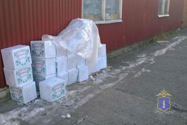 Ужителя Ульяновской области отыскали неменее 3000 бутылок поддельной водки