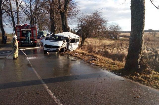 В страшном ДТП погиб 51-летний водитель, три женщины пострадали.