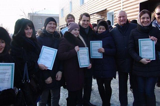 Шесть сотрудники Орского онкологического диспансера получили ключи от служебных квартир.