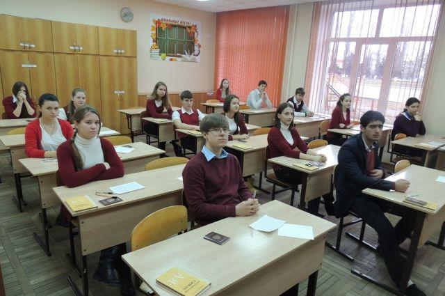 В Оренбуржье восемь тысяч 11-классников пишут итоговое сочинение
