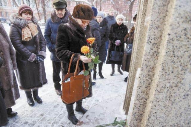 В этом году у мемориала погибшим в ночном клубе не было традиционной траурной акции.