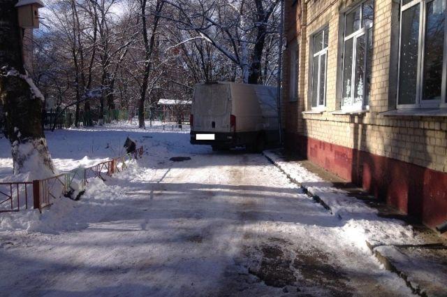 НаСтаврополье шофёр сбил девочку натерритории детского сада