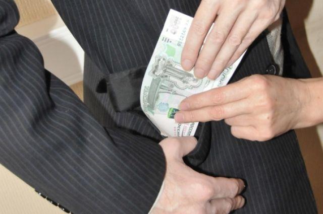 Деньги - самый любимый подарок для взяткополучателя.