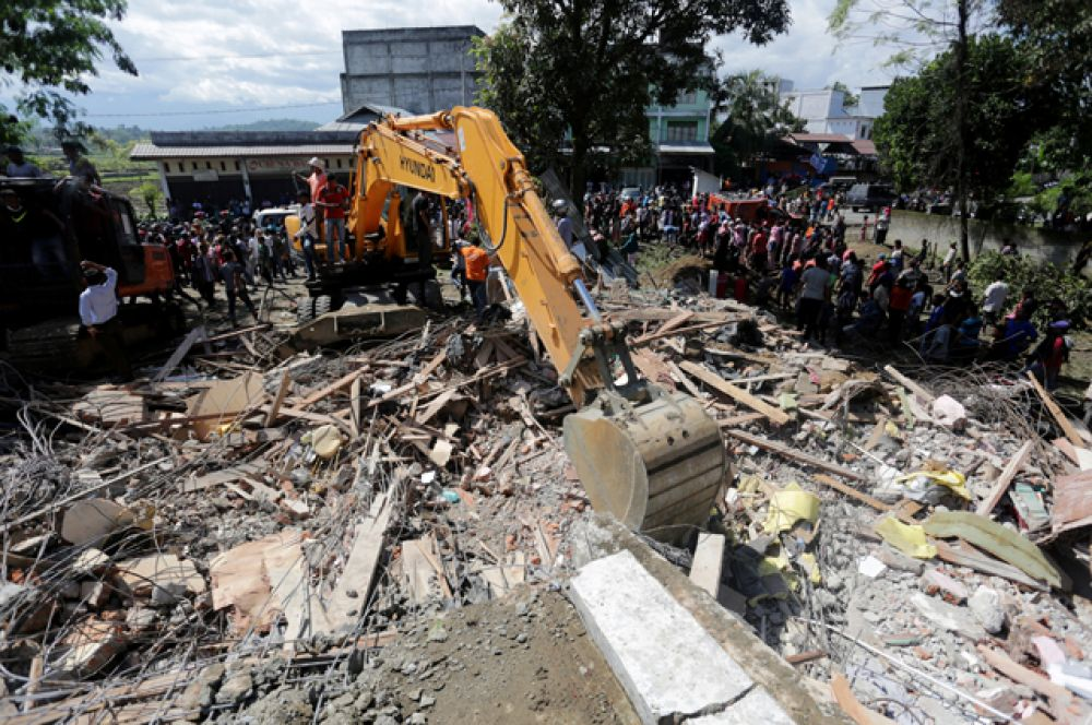 Ранее сообщалось о 54 погибших.