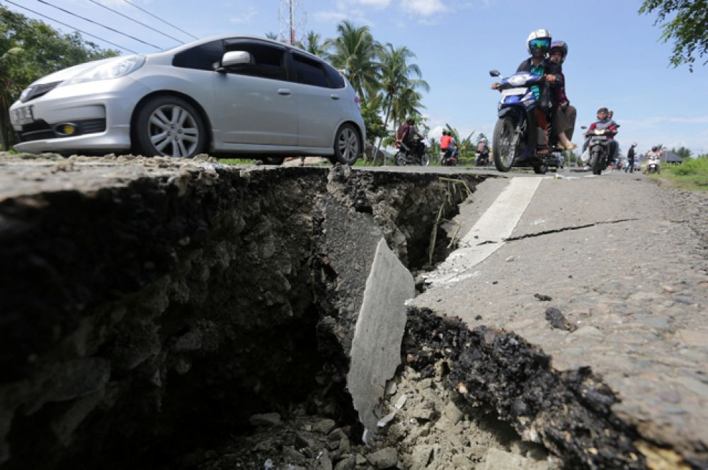 Землетрясение произошло на глубине всего 10 километров. Эпицентр его располагался у побережья Пидиджая.