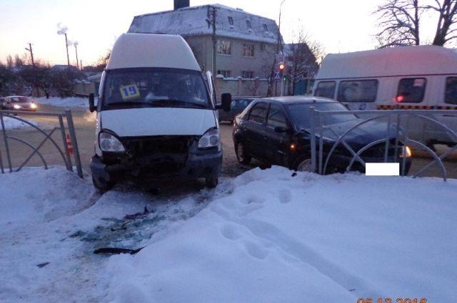 ВСтаврополе в итоге ДТП пострадала пассажирка маршрутки