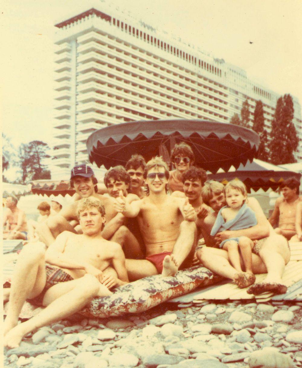 Футболисты на море. 1980-е.