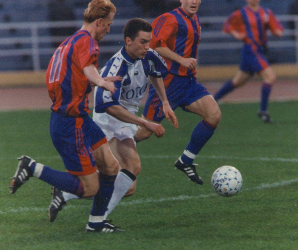 Виталий Абрамов в матче против ЦСКА. 1990-е.