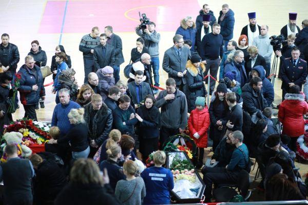На прощание приехала и губернатор Югры Наталья Комарова.