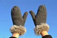 Холода в первую очередь ударяют по тем, кто проводит время пассивно: лежит в снегу или на промерзшей земле, неподвижно стоит или сидит.