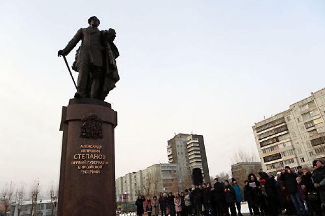 Памятник открыли при большом стечении народа.