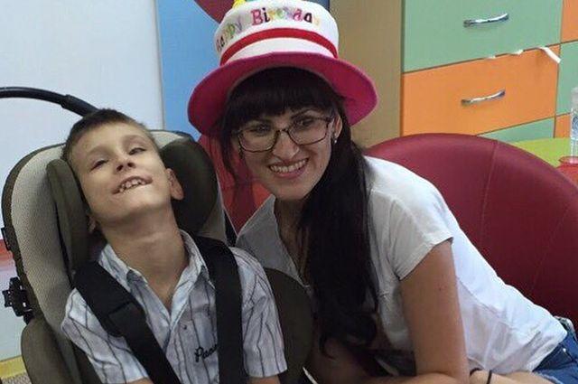 Оксана Родионова считает, что праздник Даниилу испортили, не пустив его в игровую комнату на коляске.