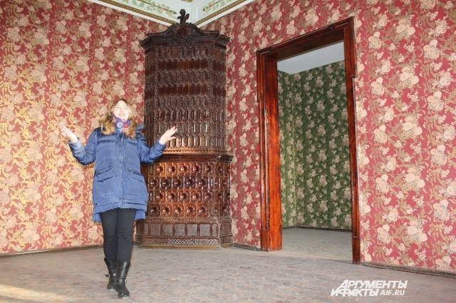 Альбина Абсалямова показывает, в каких интерьерах разместится Дом татарской книги.