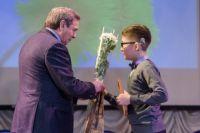 Губернатор вручил детям свидетельств о назначении стипендий