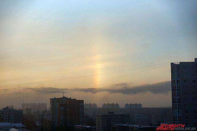 Гало вокруг солнца могли наблюдать ижевчане днем 8декабря