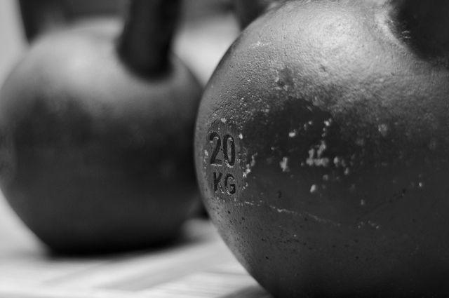 В гиревом спорте посоревнуются около 100 спортсменов.