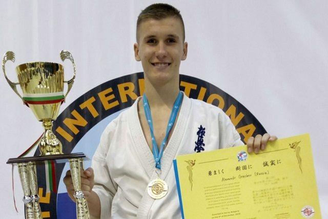 Соперниками Александра Грачева были 23 участника, вес которых отличался до 30 кг.