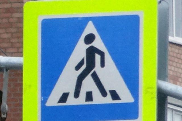 Загорающийся желтый сигнал привлекает внимание водителей .и понуждает их к остановке