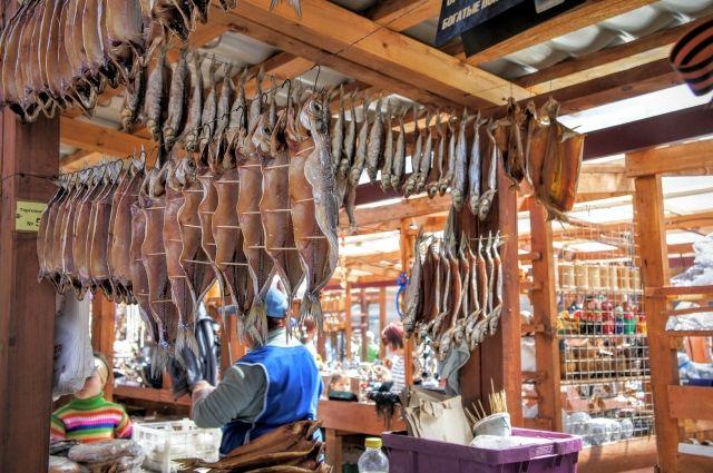 Омуль на рынке в Приангарье можно купить за 200-300 рублей за одну среднюю рыбку.