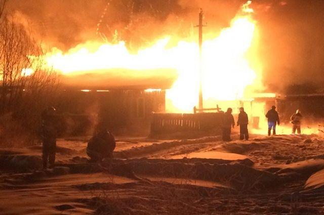 Впроцессе пожара вЛениногорском районе со 2-го этажа выпрыгнул человек