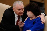 Депутаты от КПРФ Алексей Пономарёв и Тамара Плетнева на пленарном заседании.