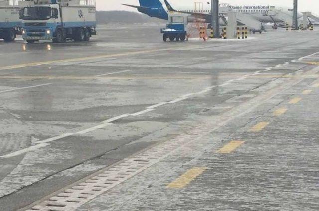 Аэропорт «Борисполь» остановил работу из-за ледяного дождя