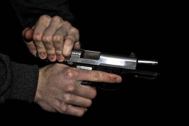 ВВоронеже будут судить экс-полицейского, который выдал рецидивисту разрешение наоружие