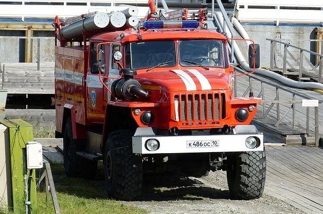 Неменее 30 спасателей тушили ОМЦ «Химик»