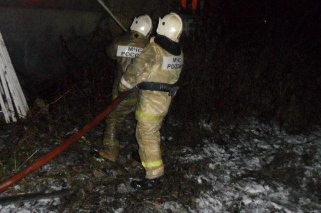 Напожаре внедостроенном коттедже вЧелнах умер бездомный