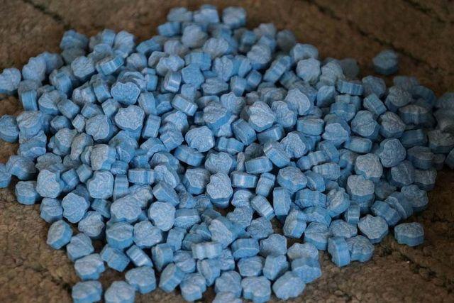 Сообщник был задержан на съемной квартире, где во время обыска оперативники изъяли около 2 кг синтетических наркотиков.