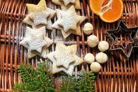 Приготовление новогодней выпечки станет увлекательным занятием даже для детей.