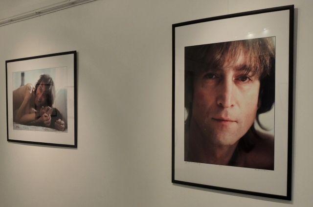 На выставке представлено более 50 фотографий музыканта.