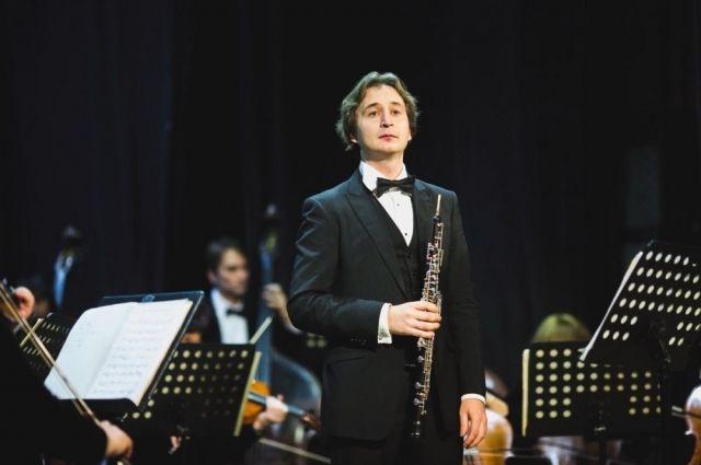 Алексей Балашов считает: чтобы залы на концертах не пустовали, нужно в культуру вкладывать и её  пропагандировать.