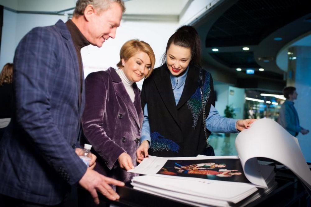 Вся прибыль от продажи календарей будет направлена на поддержку двух региональных этнографических музеев Украины
